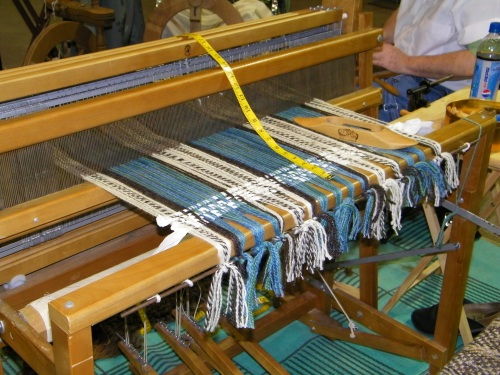 Treadlers thru Time's loom.